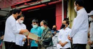 Presiden Resmi Serahkan Bansos Pedagang Kaki Lima dan Warung